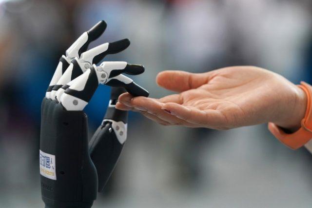 人工智能时代,人类会再就业,还是失业?