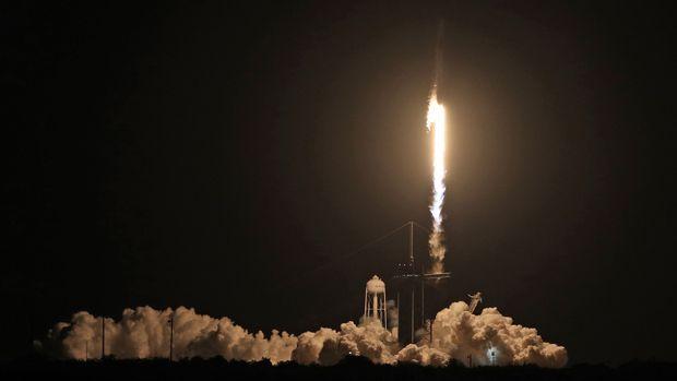"""SpaceX""""龙""""飞船发射升空,拜登特朗普先后表示祝贺"""