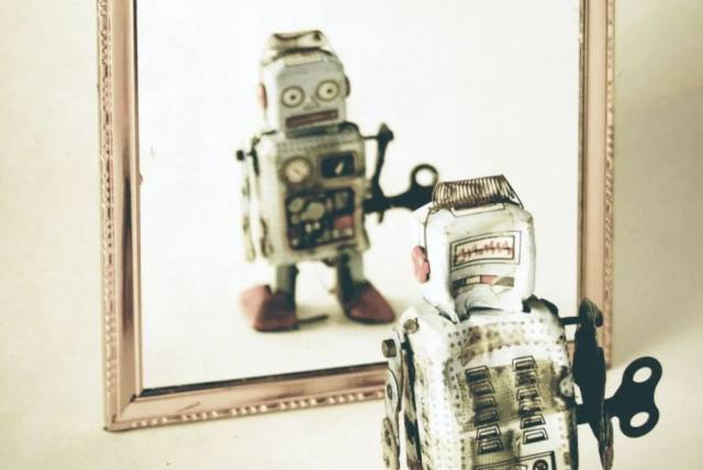 拥有人工智能的计算机知道自己是台计算机吗?