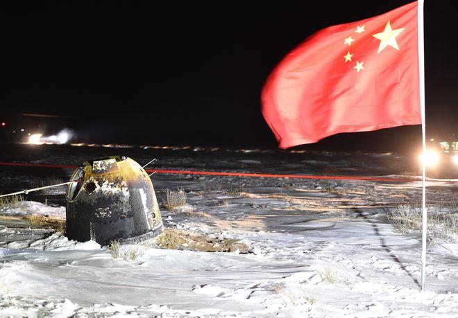 嫦娥五号成功降落内蒙古 中国航天局:已运回月球土壤样本