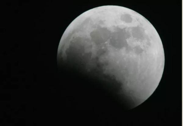 """AI帮月球数""""麻子"""":从嫦娥图像中新发现10万撞击坑"""