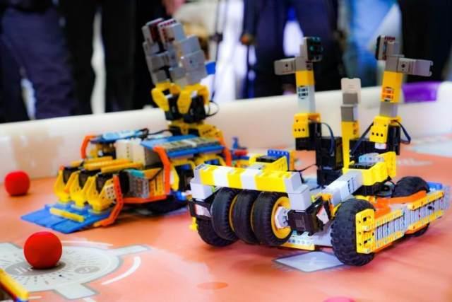 """从""""他们""""到""""她们"""",人工智能新力量正在成长"""