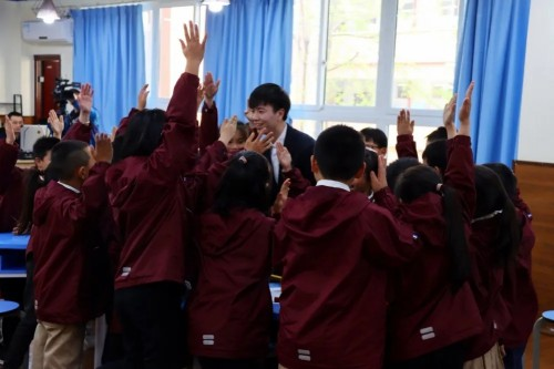 鸿合护航计划助力重庆市沙坪坝区创新课堂教学实践课例研讨和评比