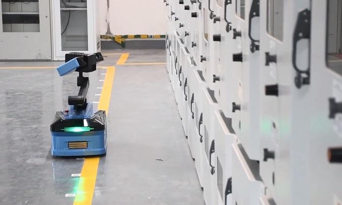 国网福州供电公司自主研发的配电巡检机器人正式上岗值守