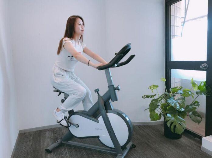 莫比动感单车专业设计,舒适健身