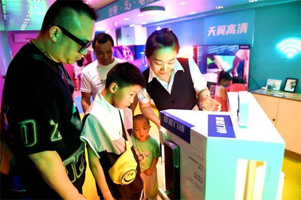 中国电信淮安分公司智慧家庭巡展大篷车受欢迎