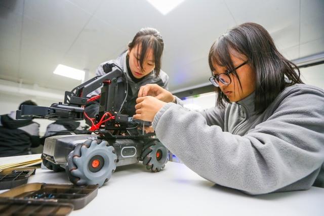 人工智能创新实验室(人工智能实验室设备清单)