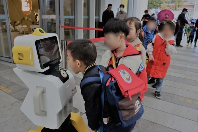 人工智能晨检机器人(儿童晨检机器人价格)