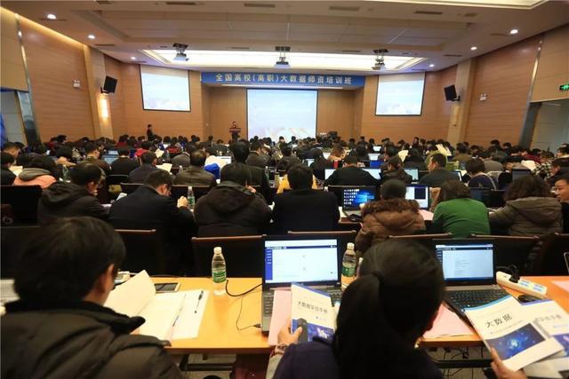 国内人工智能培训班(比较好的人工智能培训)