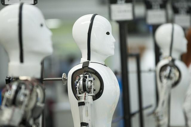 人工智能伴侣虚拟机器人(人工智能打败人类)