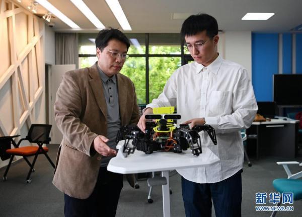 机器人人工智能专业(人工智能与机器人的关系)